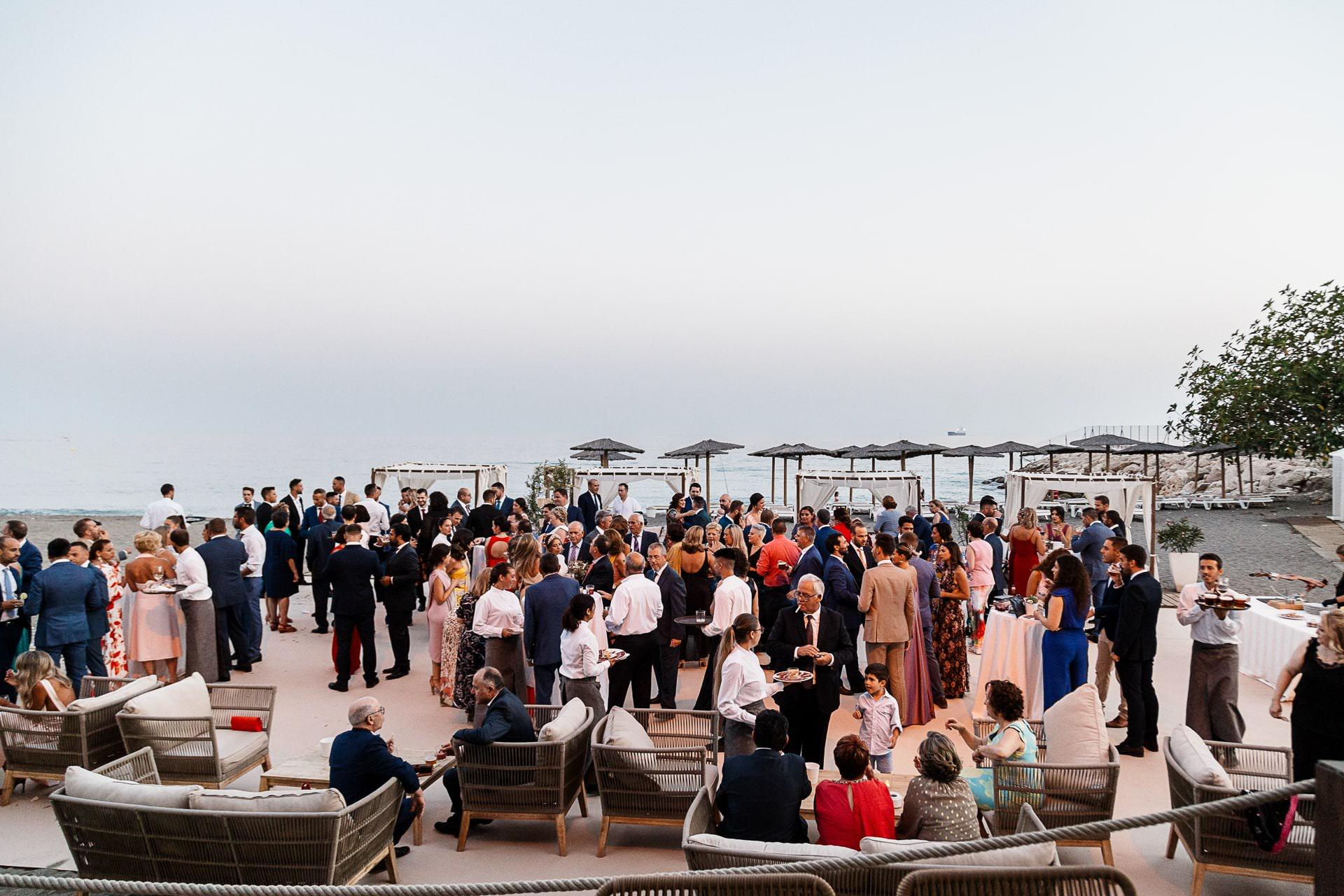 Cóctel de boda en la playa en Candado Beach Málaga