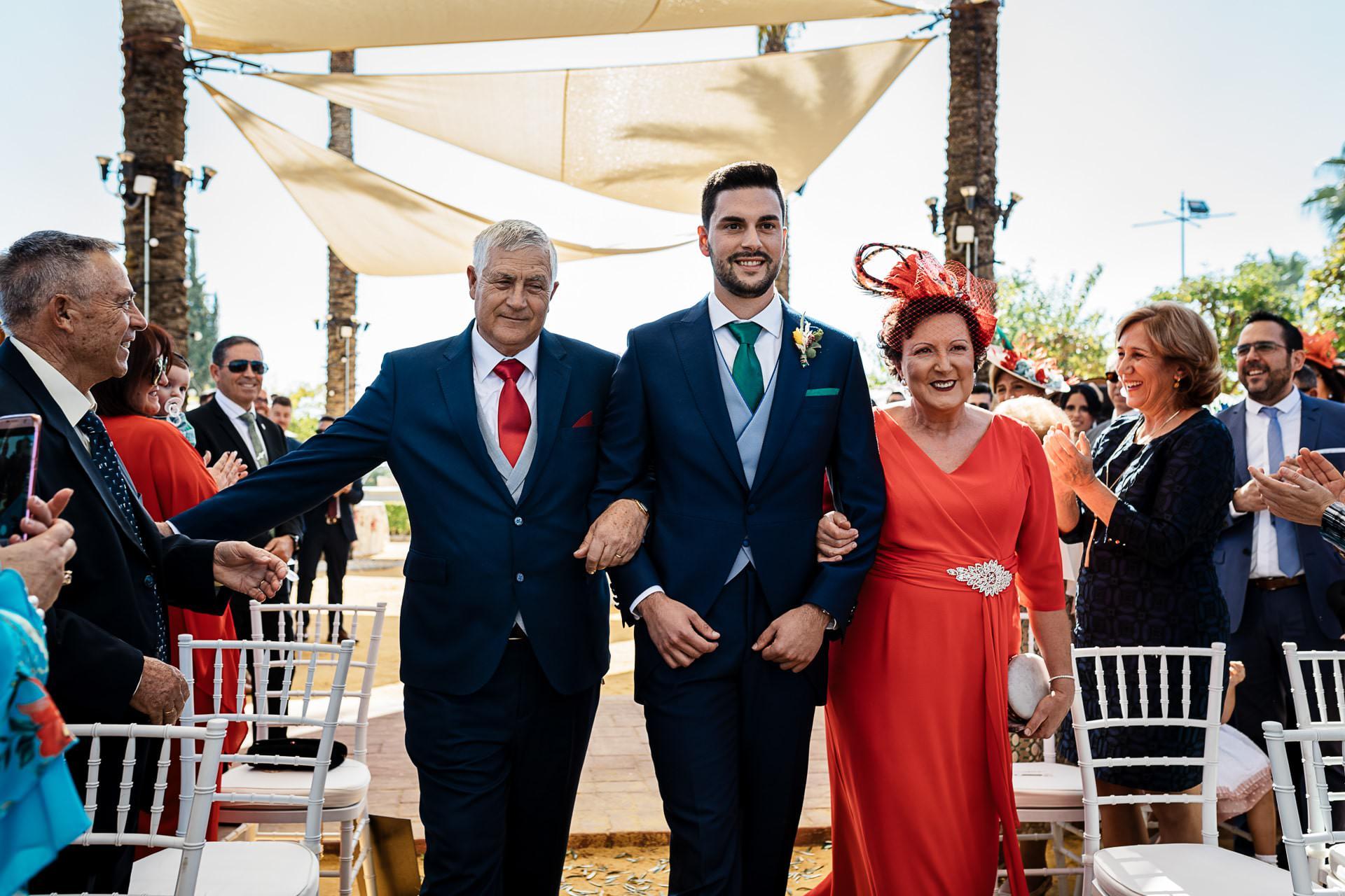 Entrada novio ceremonia civil Boda Córdoba