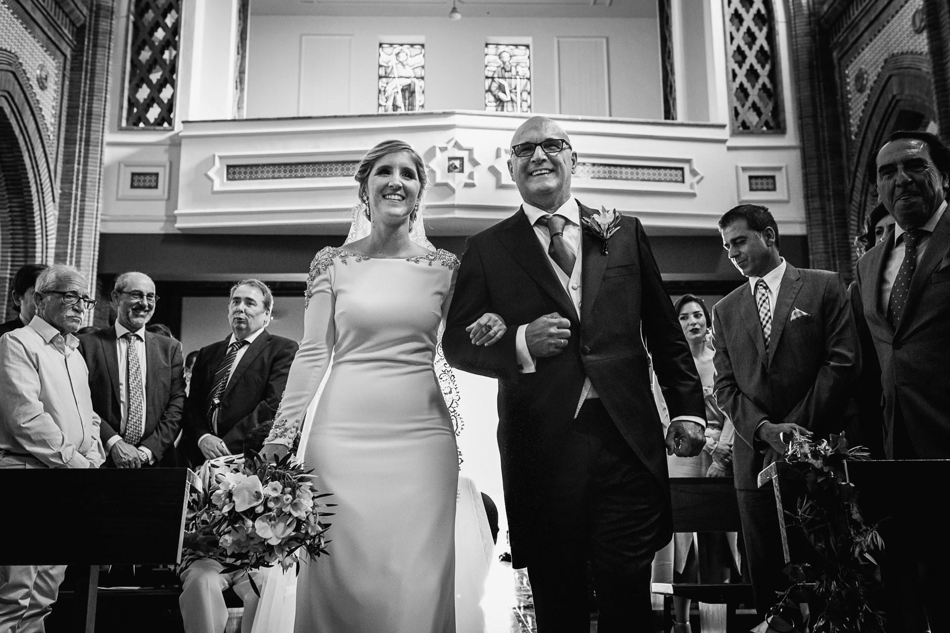 Entrada de la novia a la iglesia boda en Málaga